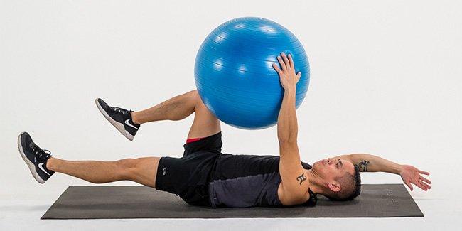 Bài tập cơ bụng 6 múi với bóng Stability Ball tại phòng tập gym