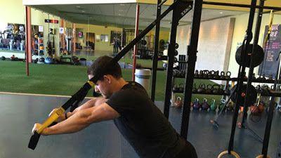 Động tác duỗi cơ tam đầu dây tập thể lực