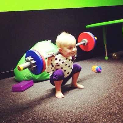 Em bé cũng có thể Squat được