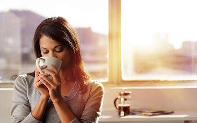 1 ly nước ấm vào buổi sáng giúp hệ tiêu hoá hoạt động hiệu quả