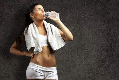 Bổ sung nước đầy đủ khi tập luyện