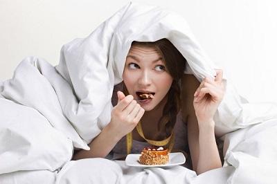 Không nên ăn khi chuẩn bị đi ngủ