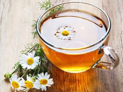 uống trà hoa cúc giúp dễ ngủ hơn