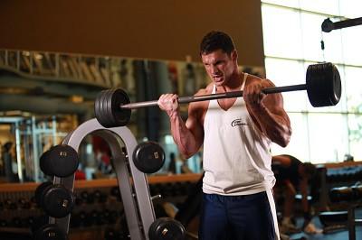 Tập luyện nặng để tăng lượng cơ bắp