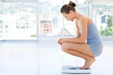 Tránh xa cái cân khi đang giảm béo nhé