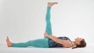 Tư thế Yoga nằm duỗi 1 chân