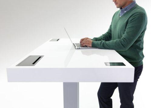 Sử dụng bàn đứng kèm với bàn ngồi để giảm áp lực cho lưng