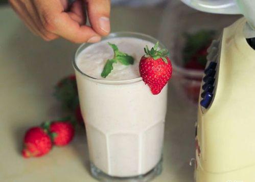 Tận hưởng lý sữa lắc mát lành ngon tuyệt