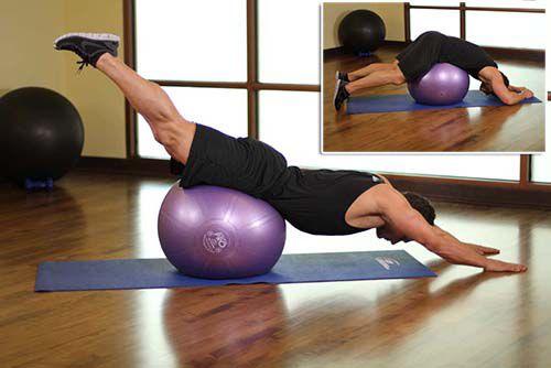 Downward Facing Balance - Nằm trên bóng đá chân