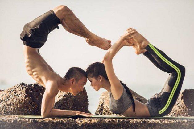 Bộ ảnh tập Yoga bên bãi biển siêu lãng mạn của cặp đôi 9x Thể Hình Channel