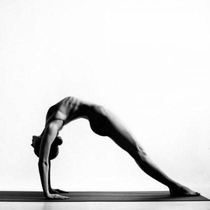 Bộ ảnh Nude Yoga Girl