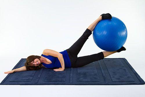 Kẹp bóng nâng chân - Ball Leg Lifts