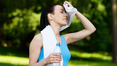 Nhớ uống nước bổ sung điện giải sau khi tập nhé