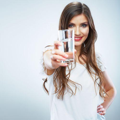 Luôn nhớ uống đủ lượng nước cần thiết hằng ngày