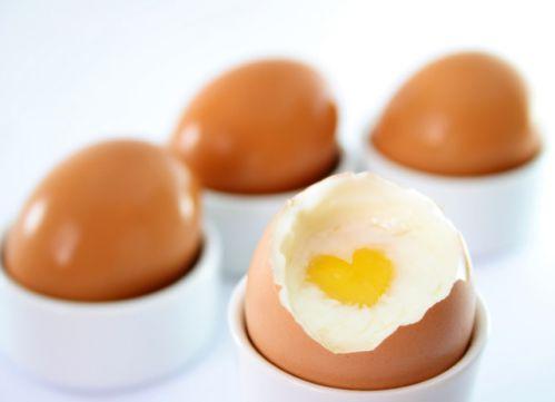Trứng là món ăn dễ tìm và khá rẻ