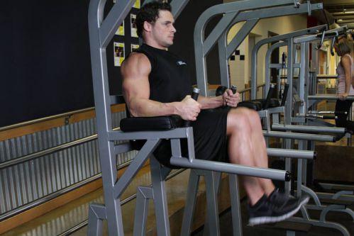 Hip Raise On Parallel Bars - Gập bụng trên máy dip