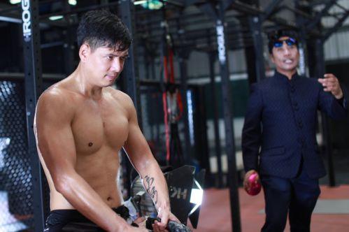 Bình Minh khoe body trong phòng tập thể hình chuẩn bị đóng phim mới