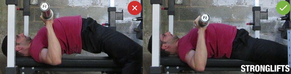 Đặt mông trên ghế, không uốn lên cao