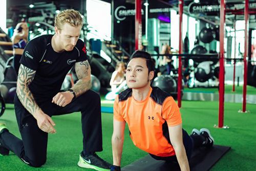 Quang Vinh tập gym để trông trẻ trung hơn và khỏe mạnh hơn