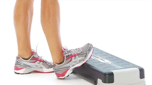 Đứng kéo bắp chân - Calf Stretch On Step