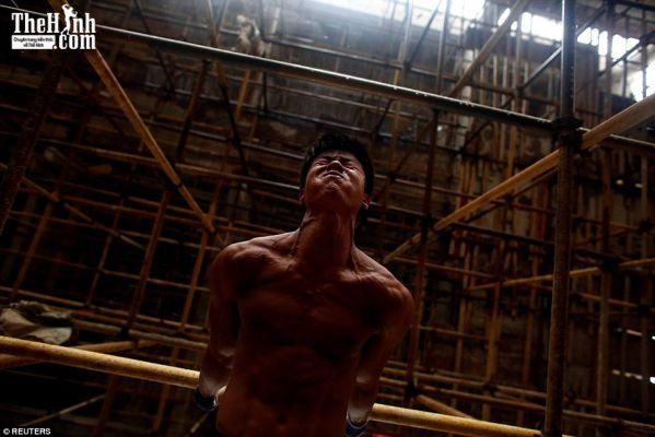 9x làm thợ hồ thoát xấu nhờ gym với hàng triệu người theo dõi