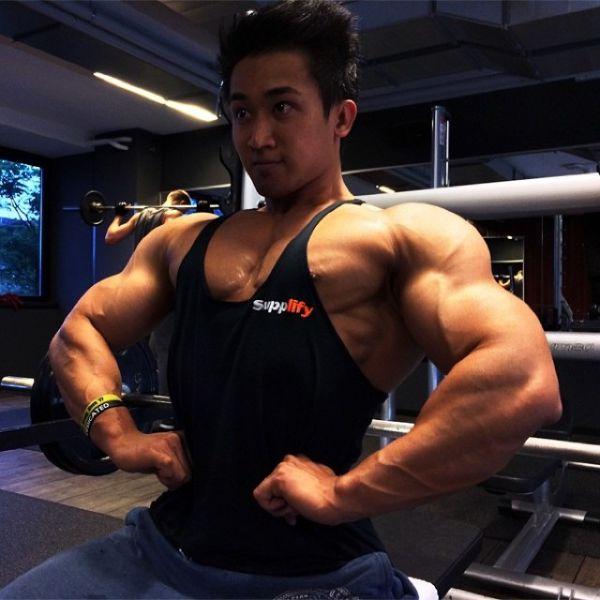 Quang Bangs chàng gymer cơ bụng 8 múi đẹp trai như tài tử và hành trình tăng 12kg
