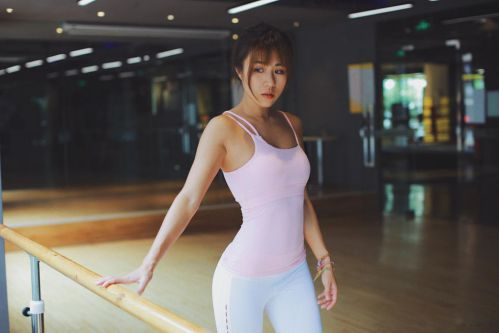 GIGI - Hot girl phòng gym sở hữu đường cong mê hoặc lòng người