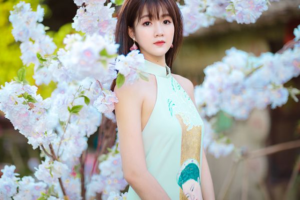 """Hotgirl trà sữa Việt khoe dáng bikini nhìn """"mướt con mắt"""""""
