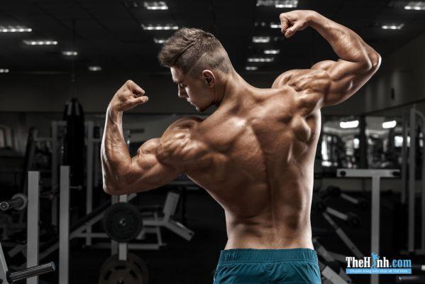Không cần tập tạ, chỉ đứng gồng cơ cũng giúp tăng cơ bắp!