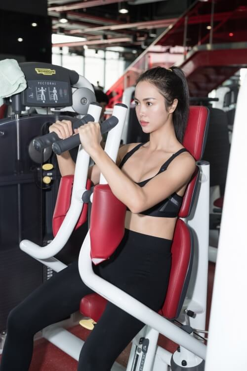 Ngắm nhìn Vũ Ngọc Anh đầy gợi cảm trong phòng tập gym