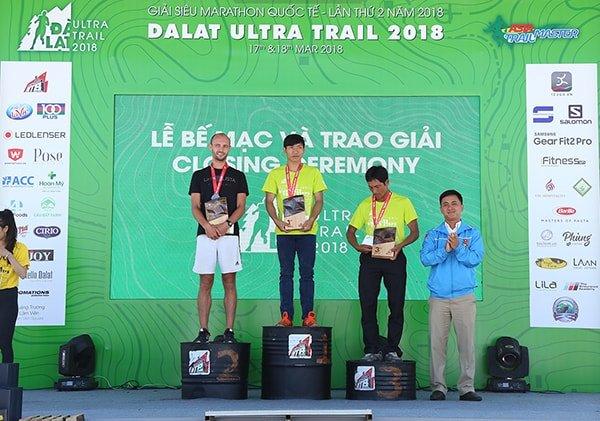 Các VĐV nam chiến thắng giải 21km - Dalat Ultra Trail 2018