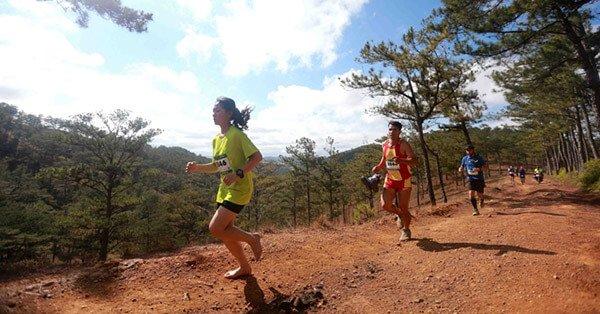 Linh Nhi - Cô gái chạy chân trần tại cuộc đua khiến không ít người sửng sốt