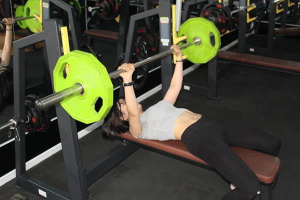 9x béo ú lột xác nhờ tập gym trở thành HLV thể hình gợi cảm