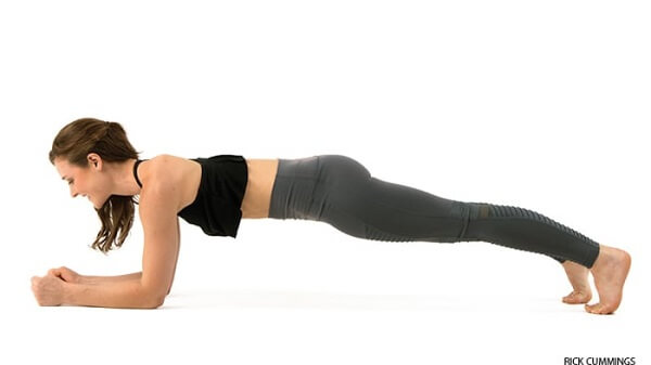 1. Plank cẳng tay (Forearm plank)