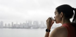 Uống cà phê (caffeine) trước khi chạy bộ có khiến bạn bị mất nước