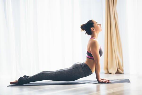 7 tư thế yoga đốt cháy calo cao khiến nhịp tim của bạn tăng lên