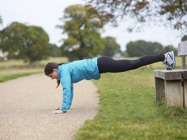 Tập luyện toàn thân hiệu quả với chuỗi 4 bài tập với các bục tập đơn giản