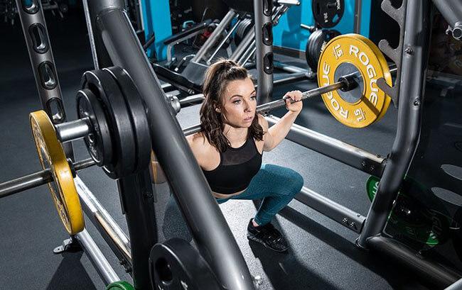 7 sự thật mà các cô gái cần biết về sức mạnh và cân nặng trong Powerlifting