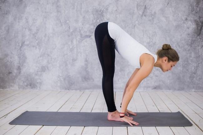 Hướng dẫn tư thế Yoga cúi gập người - Standing Half Forward Bend (Ardha Uttanasana)