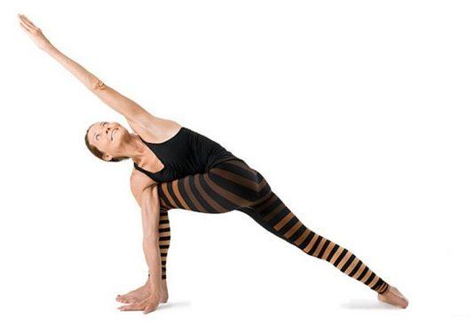 Hướng dẫn cách tập tư thế Đứng khom vặn người về một bên - Revolved side angle Pose (Parivrtta Parsvakonasana)