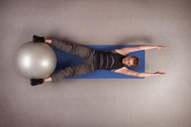 3 cách dùng Stability Ball để tập core hiệu quả hơn