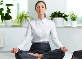 6 tư thế Yoga giúp giảm đau cổ, vai gáy cực nhanh tại nơi làm việc
