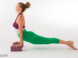 Đạo cụ trong thực hành yoga và 10 cách sáng tạo khi sử dụng