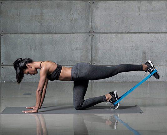 10 bài tập mông với dây kháng lực để tập nâng mông tại nhà