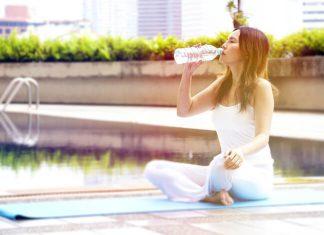 10 cách để cơ thể giữ nước cho luyện tập yoga vào mùa hè