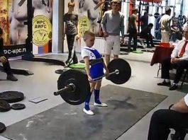 Sốc trước cậu bé khỏe nhất nước Nga: 11 tuổi nâng tạ 100kg như chơi