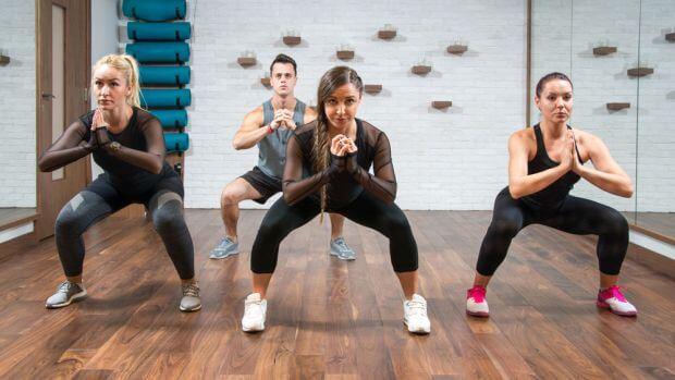 Bài tập chân Sumo squat