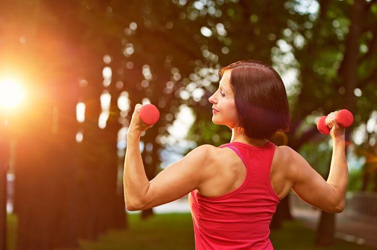 8 bài tập giúp đốt mỡ gấp đôi chạy bộ cho phụ nữ trên 40